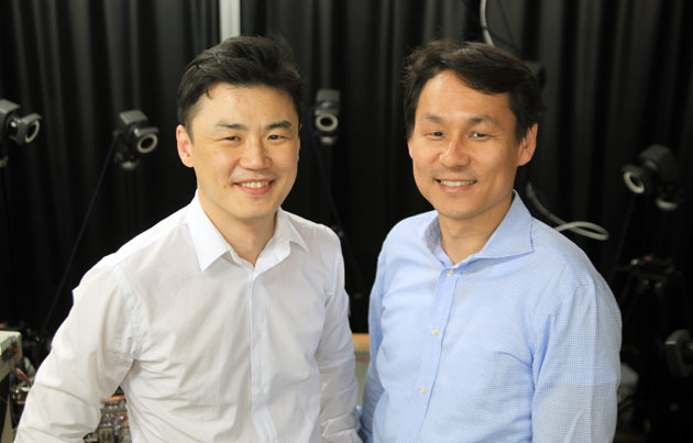 Professor KIM Ho-Young (left) and CHO Kyu Jin