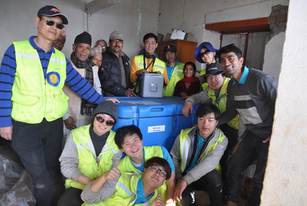 SNU Engineering students in Nepal with the portable vaccine storage