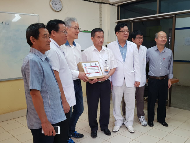 SNU donated the surgical instruments to the Laotian hospital after the project
