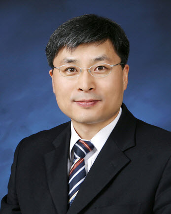 Professor LEE Changhee (Dept. of Electrical and Computer Engineering)