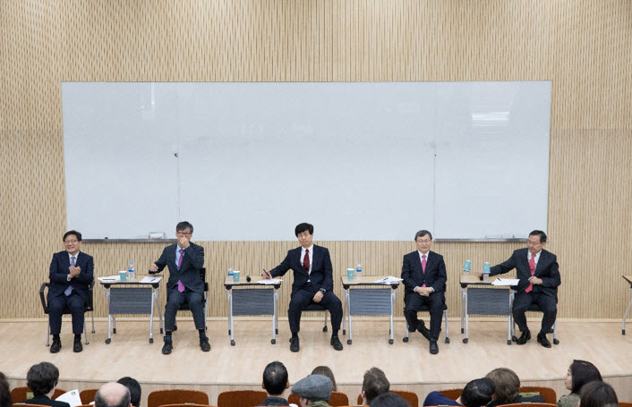 Presidential candidates: (from left) Kang Dae-hee, Nam Ick-Hyun, Lee Woo Il, Jung Keun-sik, and Lee Kunwoo.