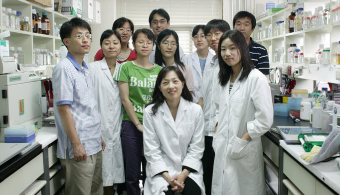 Professor V. Narry Kim (center) and her students